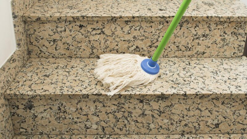 Quelles techniques pour nettoyer le sol en pierre naturelle?